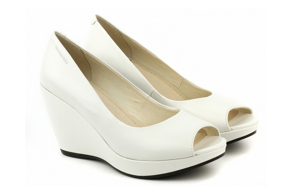 ad85925f2 Белые туфли на танкетке