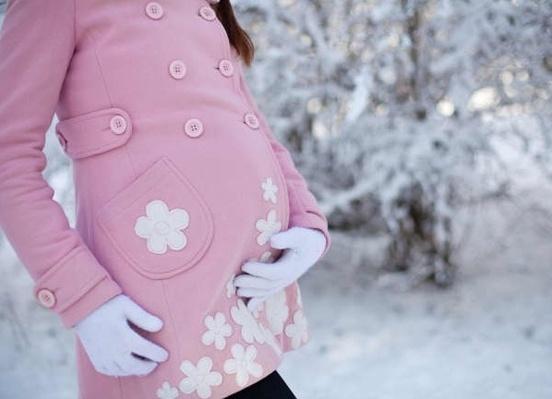 Картинки по запросу фотосессии беременных зимой на улице