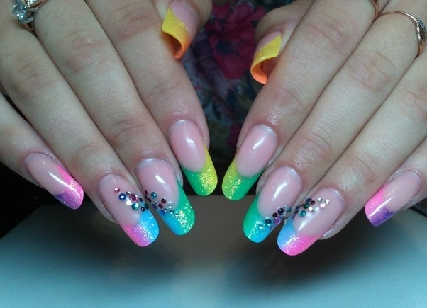 Красивый яркий маникюр на нарощенных ногтях фото