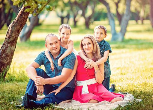 Позы для фото пары с ребенком