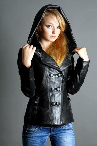 e09af99d125 Женская кожаная куртка с капюшоном