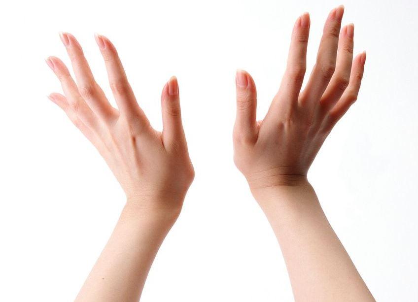 От чего на руках появляются белые пятна