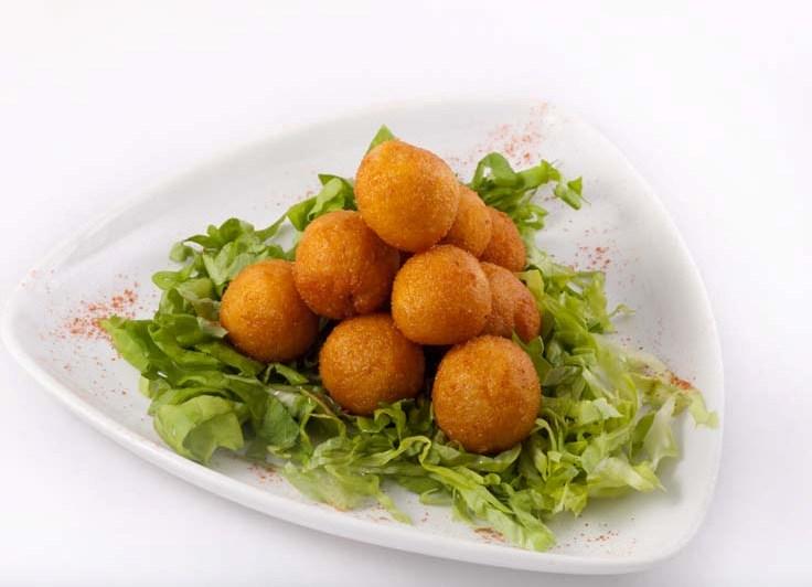Сырные шарики - рецепты приготовления пошагово на закуску и жаренные во фритюре с фото