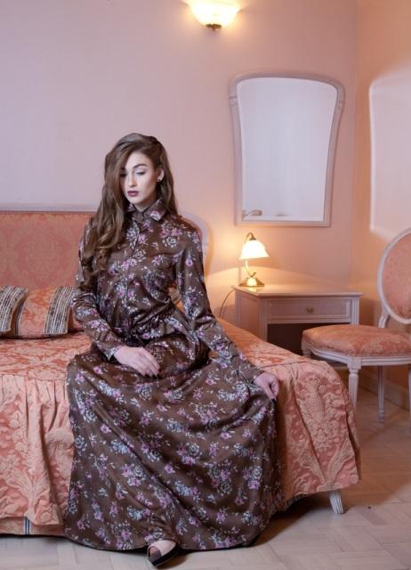 Длинное платье с цветочным рисунком ткани