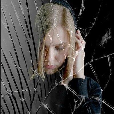Зеркало на стене отвернуто от сновидца?.