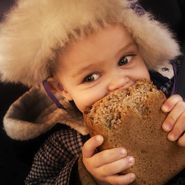 Когда ребенку можно давать хлеб? давать