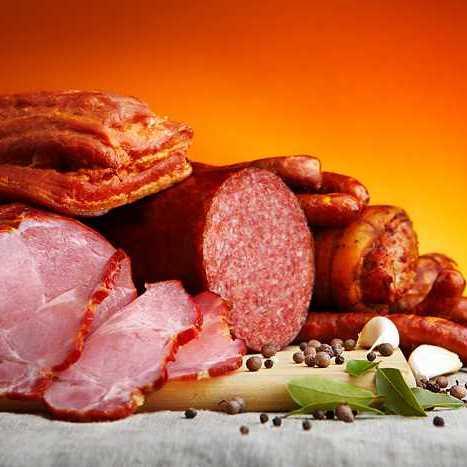 Можно ли есть вареную колбасу при диете? Есть ли мясо в докторской колбасе?