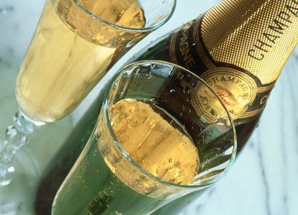 Можно ли беременной выпить бокал шампанского