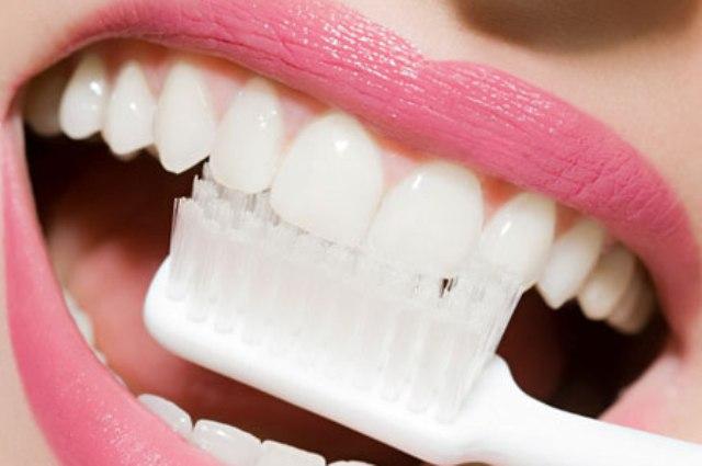 Отбеливание зубы углем можно
