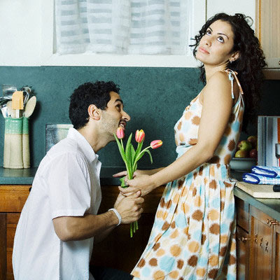 Как вести себя с мужчиной чтобы он сам тянулся к женщине