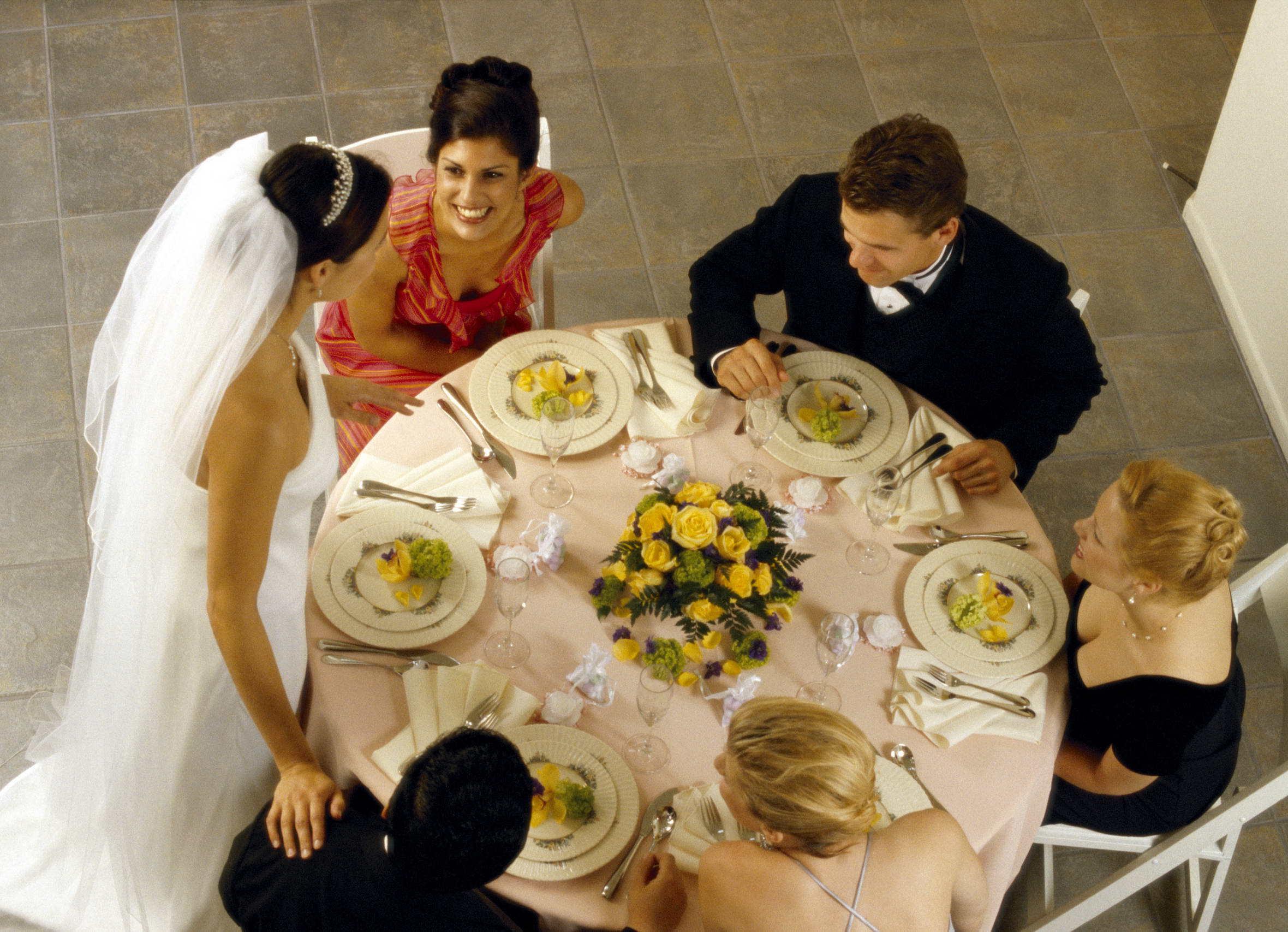 Свадьба знакомство гостей за столом