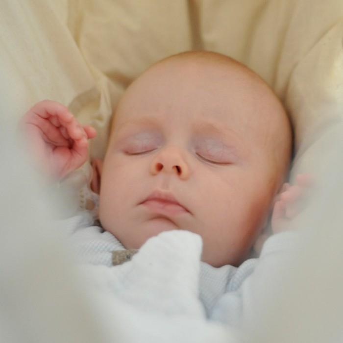 Младенец и день делать ночь путает когда что