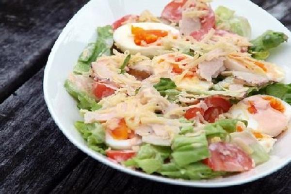 салат красотка рецепт с помидорами и ветчиной