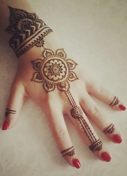 http://womanadvice.ru/sites/default/files/mehendi_na_rukah_10.jpg