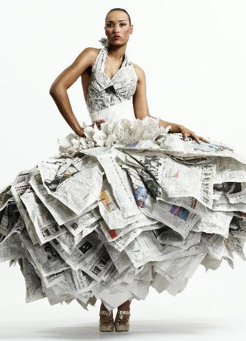Самые красивые и необычные платья из бумаги 9