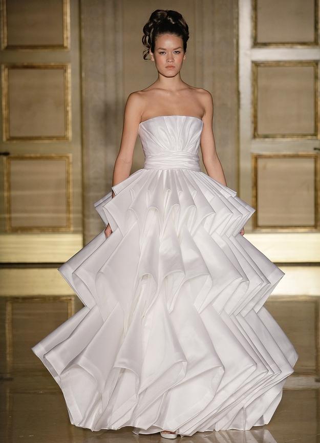 Самые красивые и необычные платья из бумаги 24