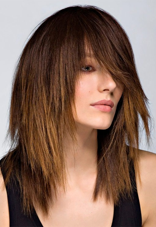 рваные стрижки на средние волосы фото