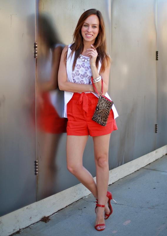 жить, жалуясь красные босоножки с чем носить фото какой