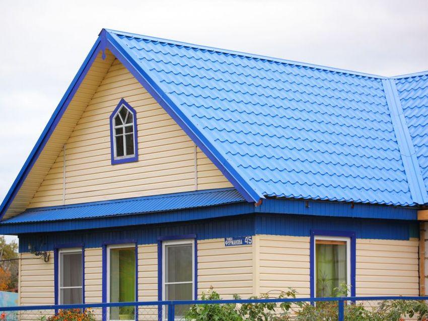 сайдинг под синюю крышу фото