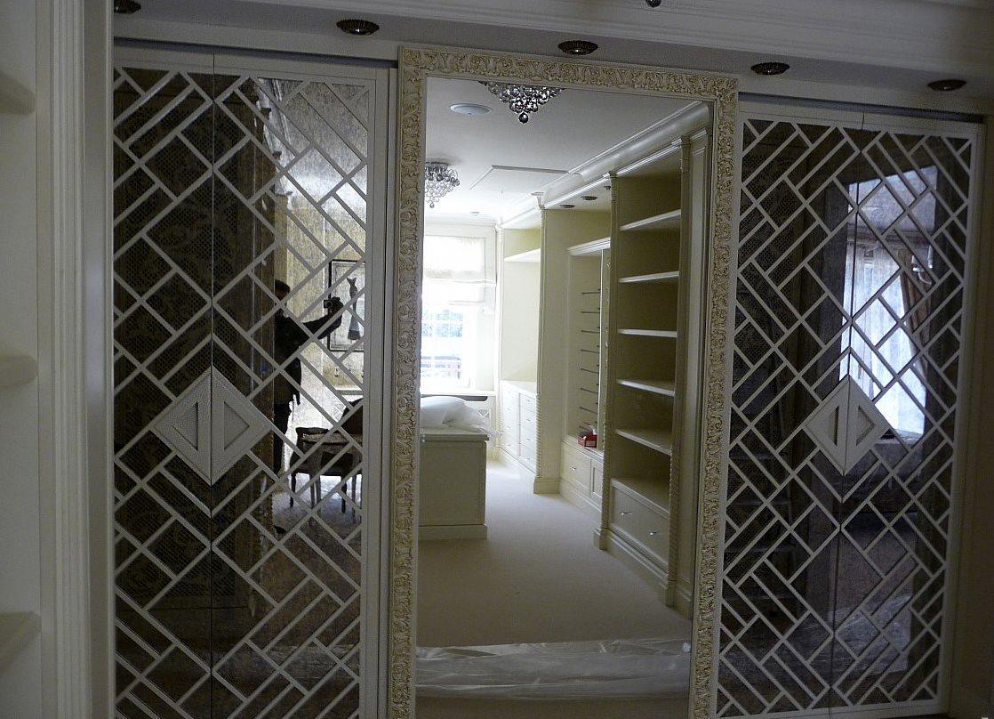 небольшие объёмы декор дверей зеркало и стекло фото свадебный