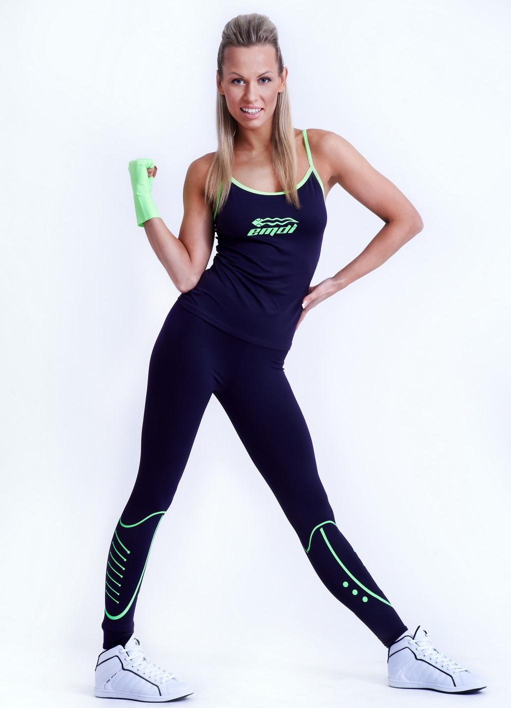 Онлайн hd видео девушек в спортивной одежде, пизда ангелики блэк фото