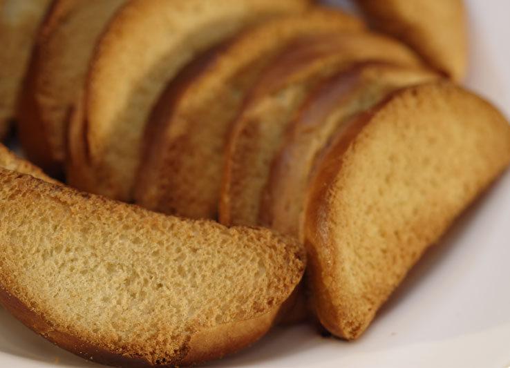 Сколько калорий в сухарях из черного хлеба
