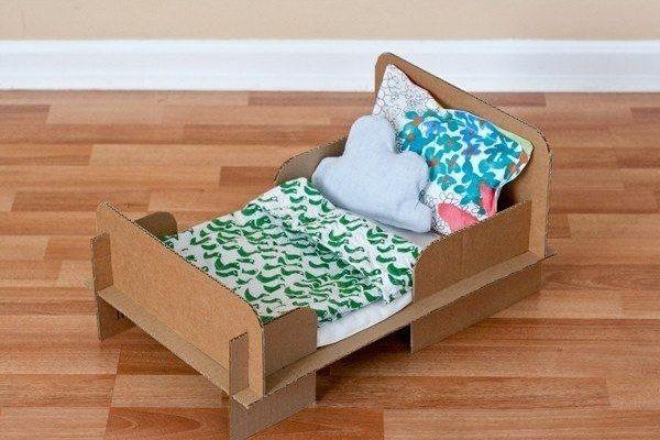 Как сделать красивую кровать для кукол фото 605