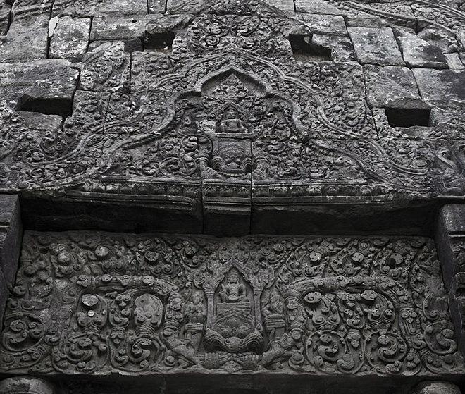 Каменный барельеф