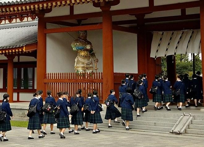 В Якусидзи часто бывают школьники