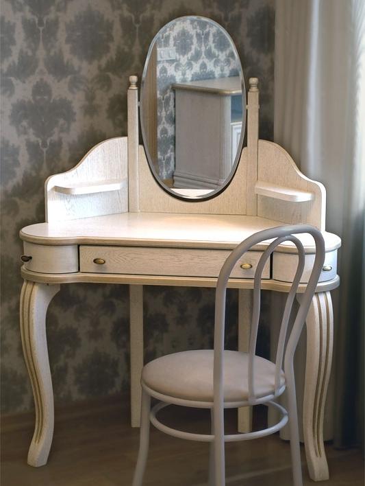 угловой туалетный столик с зеркалом